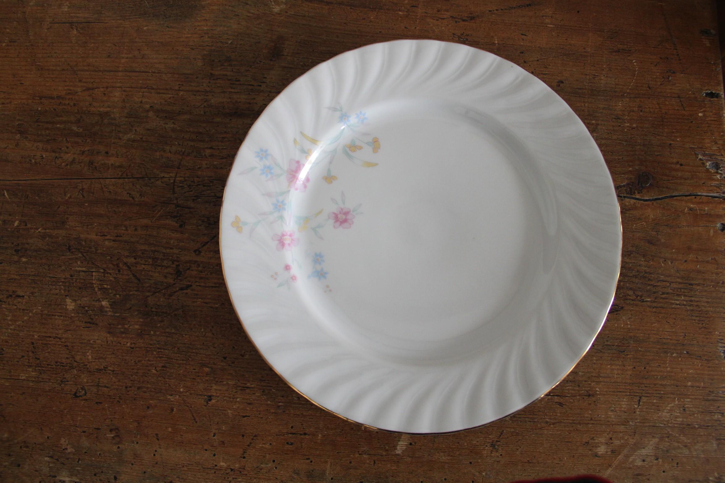 Assiette BK Veles - liseré or motif fleurs - D23.5cm