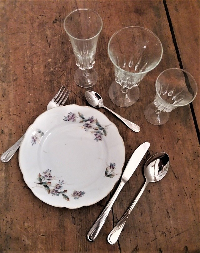 Location assiette fleurie vintage - 1.50€ TTC