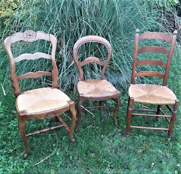 Chaises dépareillées pour mariage vintage