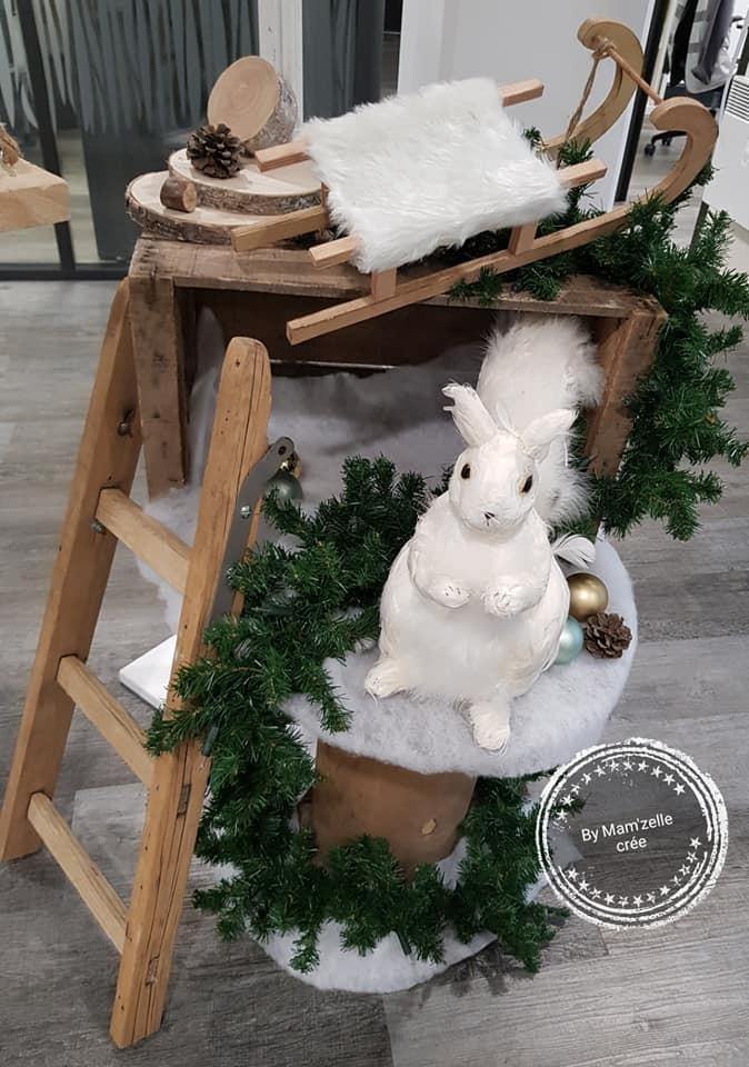 Un écureuil et sa luge pour une déco de magasin