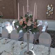 Idée de déco pour centre de table avec chandelier