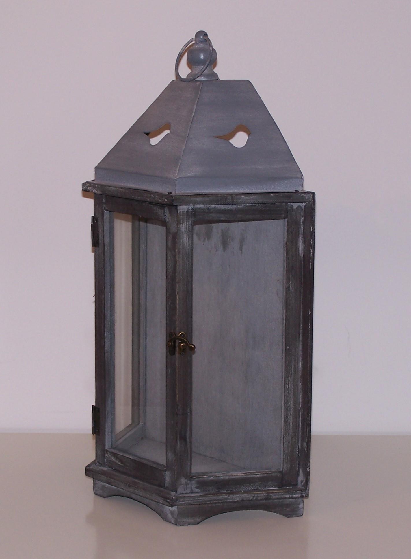Location lanterne grisée bois et zinc
