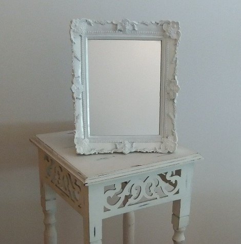 Location miroir mouluré blanc Shabby - 2.00€