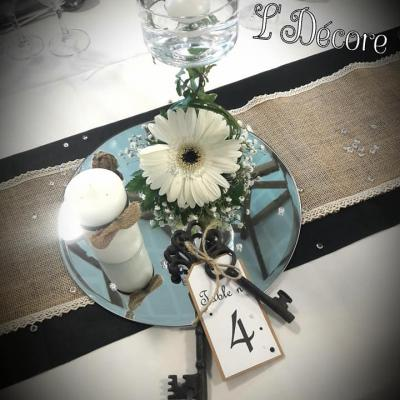 Marque table avec clefs anciennes