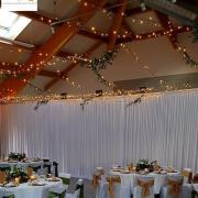 Plafond lumineux pour un mariage nature
