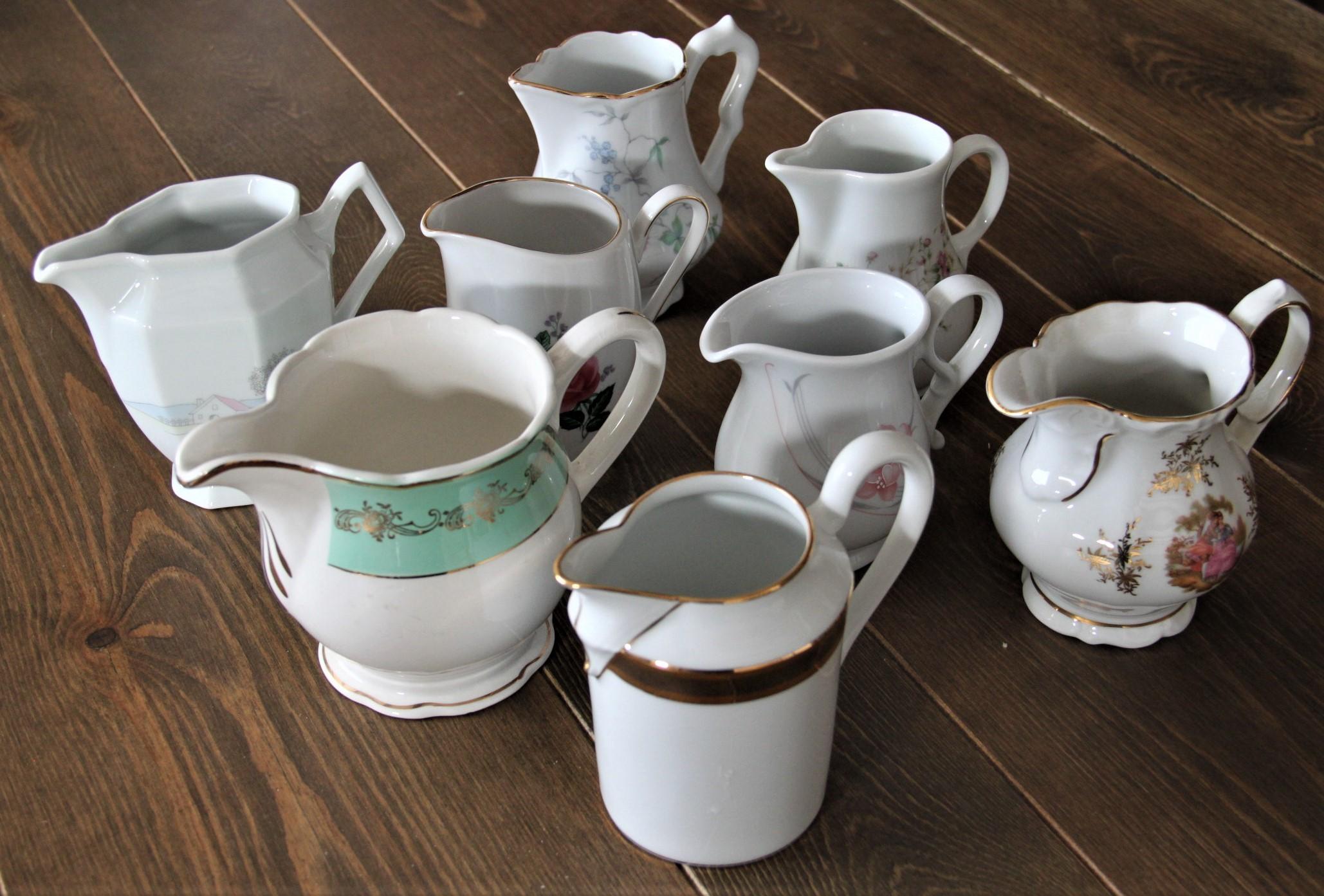 Pots à lait dépareillés vintage