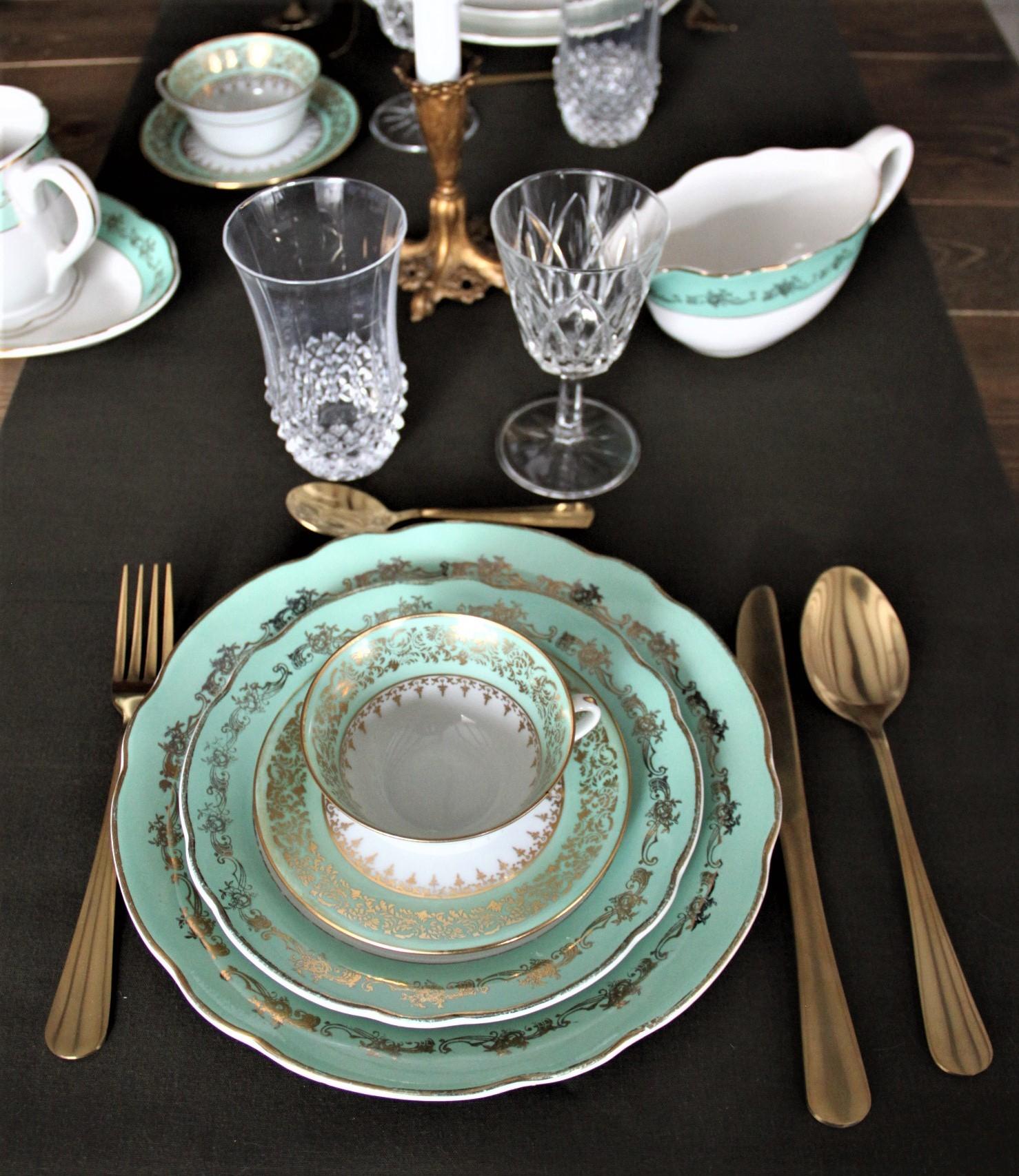 Assiettes anciennes motifs vert et or
