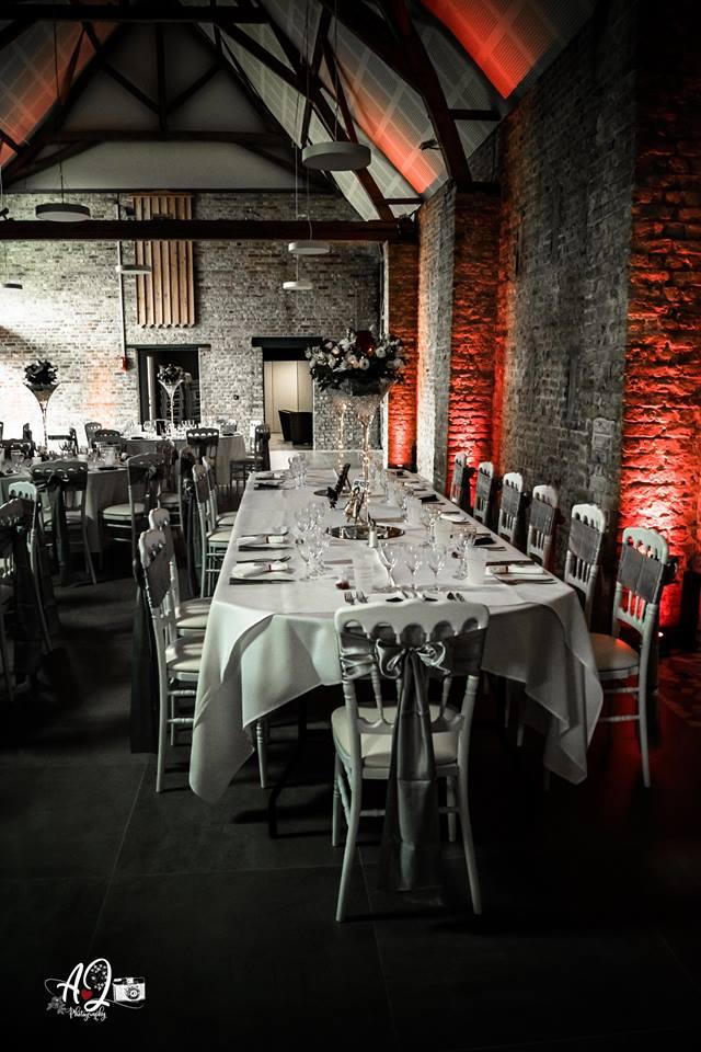 Table Ovale pliante bois - Location  30.00€ TTC