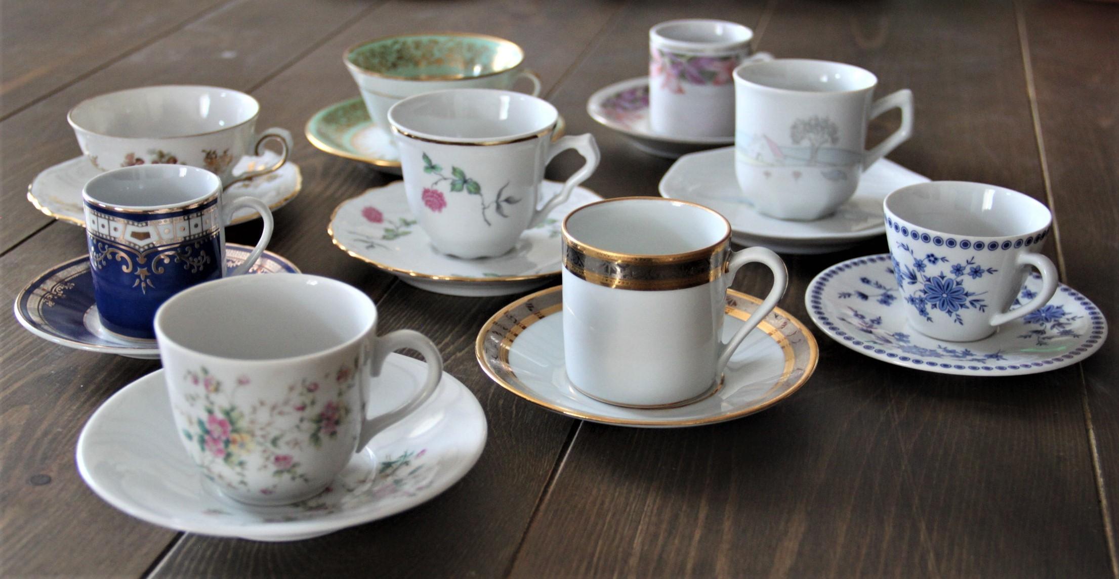 Tasses à café et sous tasses vintage