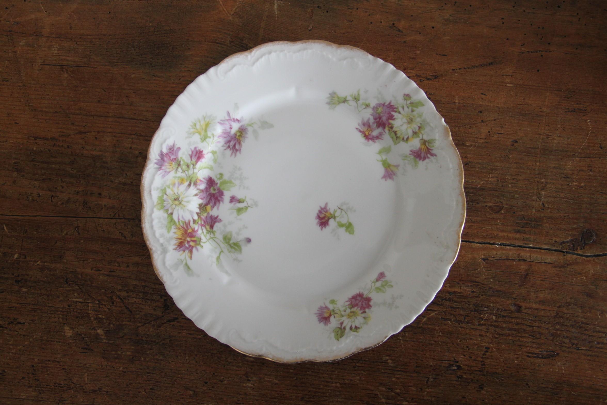 Assiette ancienne motif fleurs et liseré or - D22cm