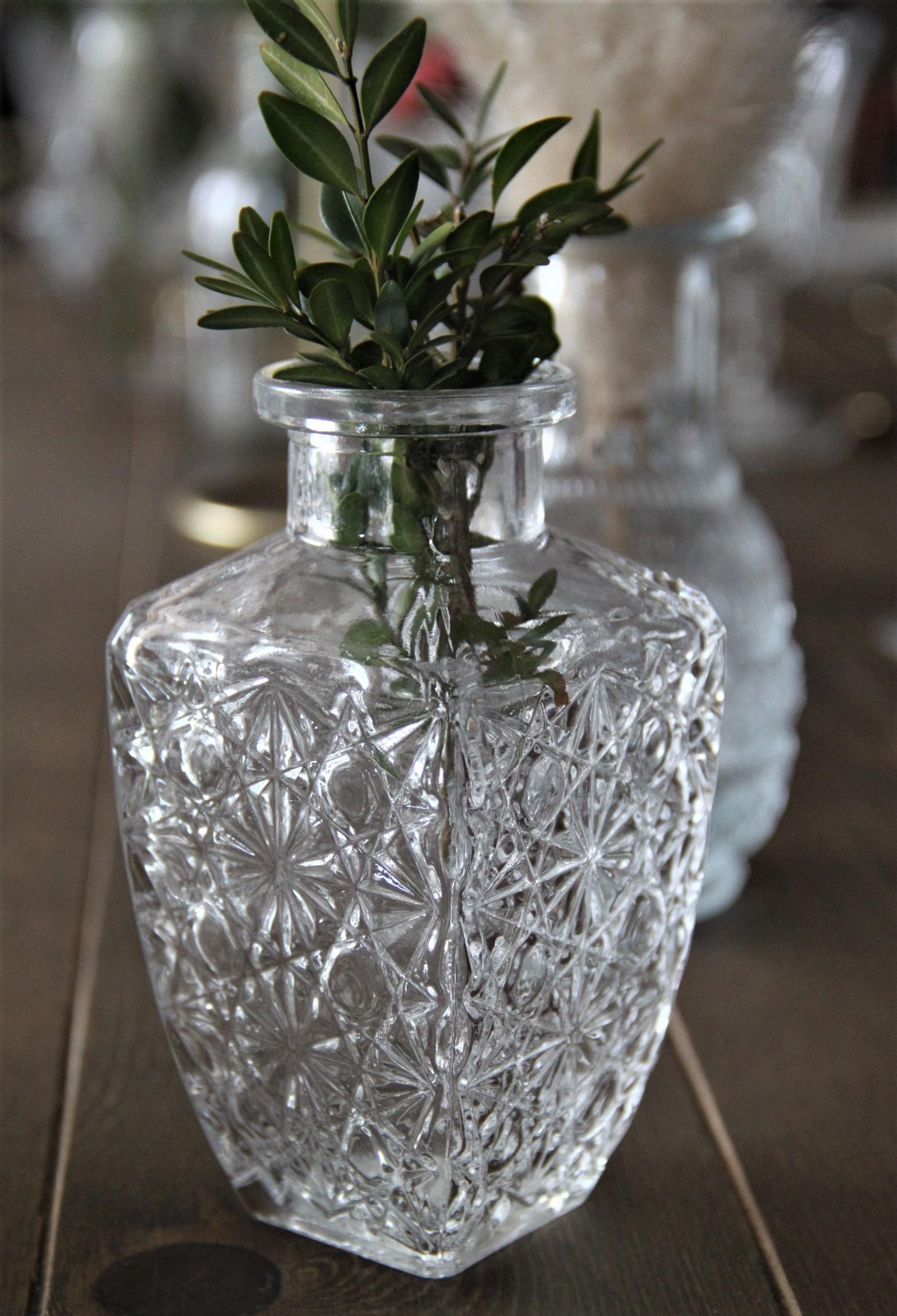 Petit vase ciselé rétro 6.5x12.5cm