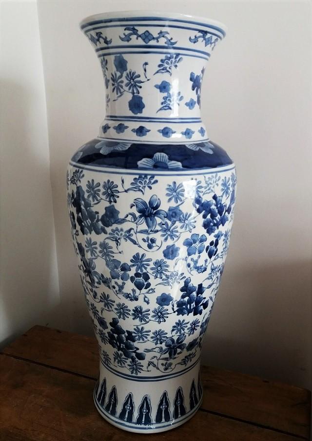 Location grand vase motifs fleurs bleues - 20.00€ TTC