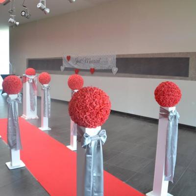 Boule de roses rouge nse