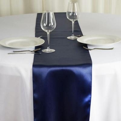 Chemin de table satin bleu marine nse location