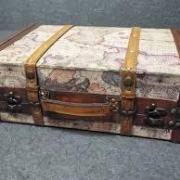 Location valise theme voyage carte vieux monde 1