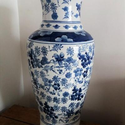Vase motif fleur bleue